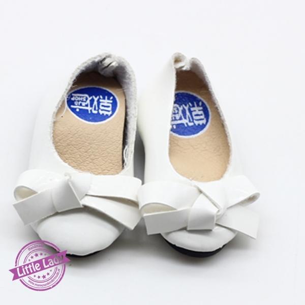 Witte schoentjes met strik